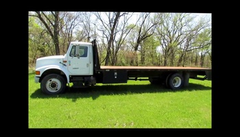 International - 4700 Flatbed