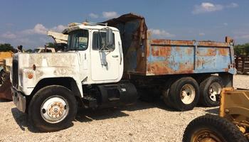 Mack - R-Model Dump Truck